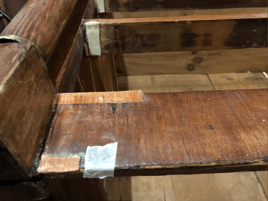 Reposición de chaps de madera nuevas donde